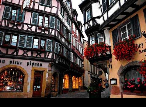 Кольмар также известен игристыми винами — Crémants d'Alsace