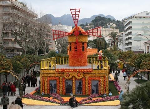 Разные страны присылают на карнавал свои композиции