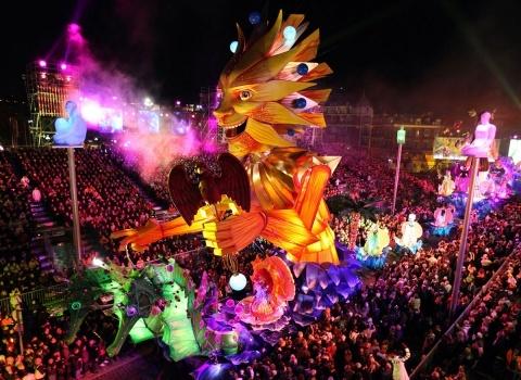 Тема следующего карнавала объявляется сразу после сожжения чучела его величества Карнавала