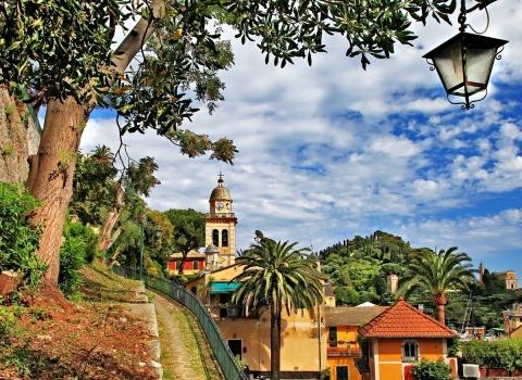 Портофино (Италия).Церковь San Giorgio была возведена в романтическом стиле в 1154 году