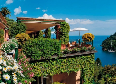Портофино (Италия). Местность богата растительностью, а подводный мир очень красив