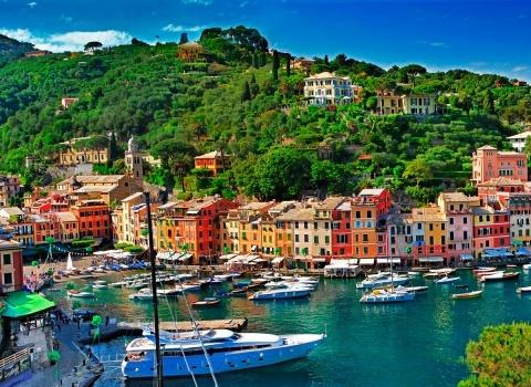 Портофино (Италия). Портофино имеет древнейшее происхождение, он был основан римским императором, и назывался «Portus Delphini» (порт дельфинов)