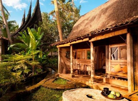 The Glass Floor Udang House, Bali, Indonesia.Дом Удана или дом креветок — это уникальный дом в Бамбу Инда. Расположен недалеко от реки Аюнг над оригинальным прудом из креветок.