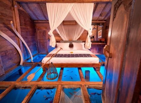 The Glass Floor Udang House, Bali, Indonesia. Уникальностьдома — закаленные стеклянные панели пола для подводной панорамы.