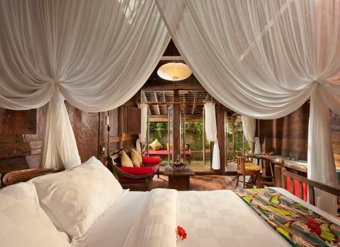 The Glass Floor Udang House, Bali, Indonesia. Природа — лучшая терапия. За окном природа, в ванной природа. А пока Вы спите под кроватью плавают рыбки. Все вокруг наполнено прохладой и умиротворением.