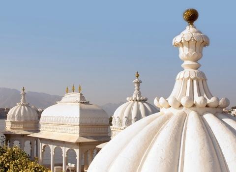 Отель Taj Lake Palaceпостроен из мрамора в 1746 году