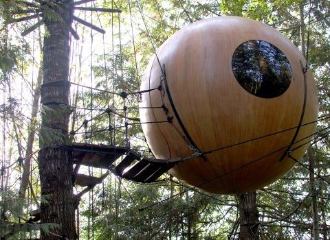 Free Spirit Spheres, Canada. Самый маленький и недорогой домик сможет приютить одного путешественника
