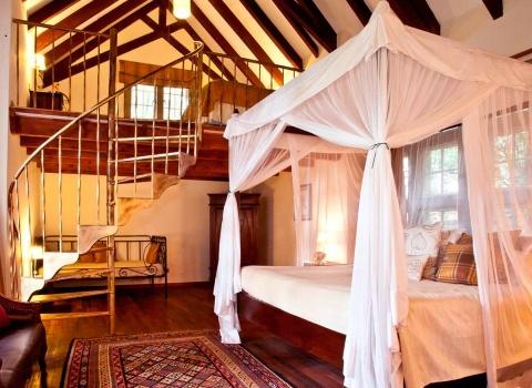 Большинство туристов посещают Giraffe Manor с декабря по март и в этот период бронировать размещение стоит как минимум за полгода