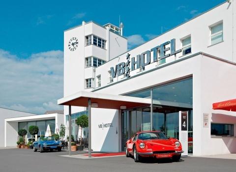 V8 Hotel, Stuttgart это 4 звездочный отель расположен в 30 километрах от Штутгарта в здании бывшего аэропорта Штутгарт-Бёблинген.