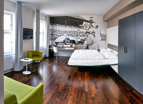 Один из тематических номеров отеляV8 Hotel, Stuttgart.