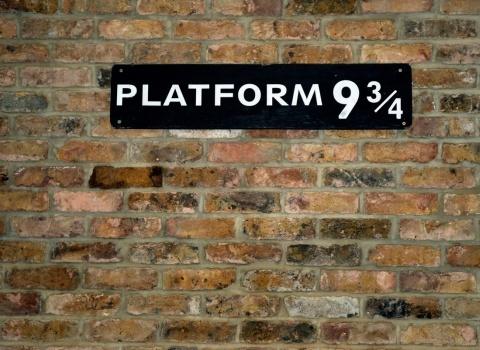 Harry Potter Hotel, London. В отеле предлагают разные туры по миру Гарри Поттера. Поездку по местам, которые вдохновили автора книг Дж. К. Роулинг, прогулку поплатформе 9¾ и многое другое.