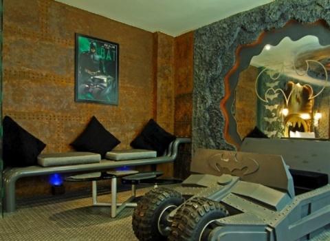 The Batcave, Taiwan. В отеле естьнечто, похожее на Batmobile.