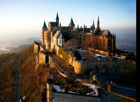 Замок Гогенцоллерн (Burg Hohenzollern), Германия.Замок упоминается в документах 1267 года.