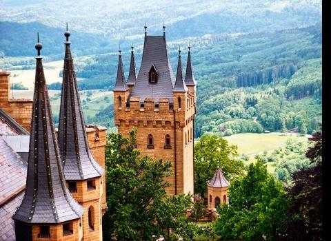 Замок Гогенцоллерн (Burg Hohenzollern), Германия.Знаменитая корона прусских королей — главная реликвия этих мест.