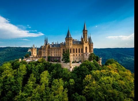 Замок Гогенцоллерн (Burg Hohenzollern), Германия. Расположен на вершине горы Гогенцоллерн на высоте 855 метров.