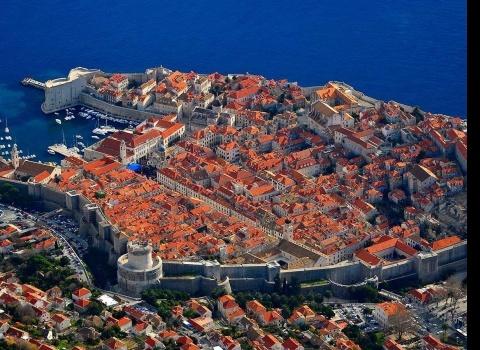 Достопримечательность мира: Старый город Дубровник (Хорватия). Старый город Дубровник — один из наиболее хорошо сохранившихся средневековых городов мира с огромными стенами, построенными в 11 веке.