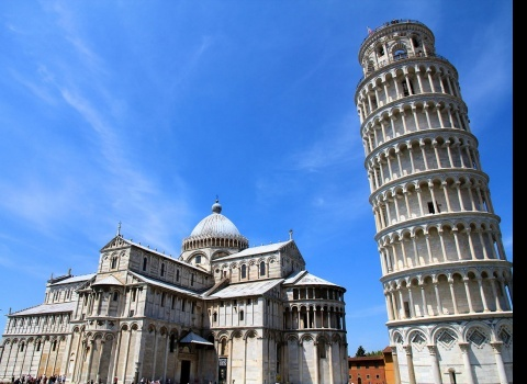 Достопримечательность мира: Пизанская башня (Италия). Строительство здания началось в 1173 году. В настоящее время оно наклоняется примерно на четыре градуса.