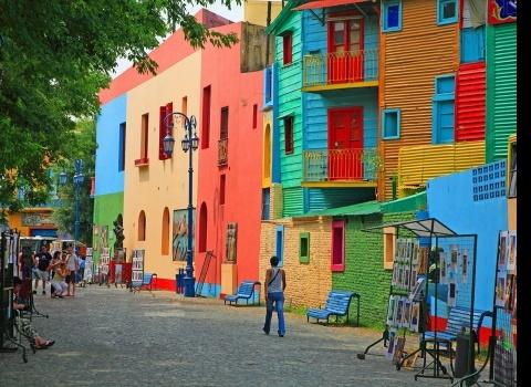 Достопримечательность мира: La Boca Buenos Aires (Аргентина). Красочные здания, мощеные улочки, представления. Всё это делает район La Boca одним из самых посещаемых.