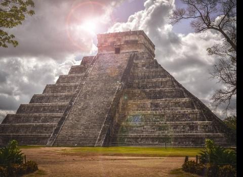 Достопримечательность мира: Чичен-Ица (Мексика). Это древнее поселение майя восходит к 400-м годам и было заброшено в 15 веке.