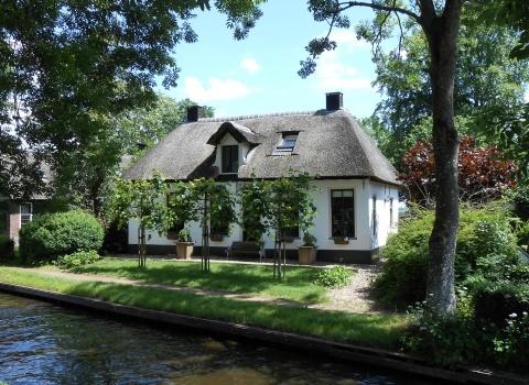 Гитхоорн (Giethoorn) прозвали Венецией Нидерландов