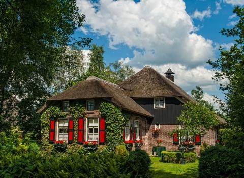Гитхоорн (Giethoorn) (Нидерланды). Для проживания вы можете выбрать: отель, снять целый дом и есть возможность арендовать ферму