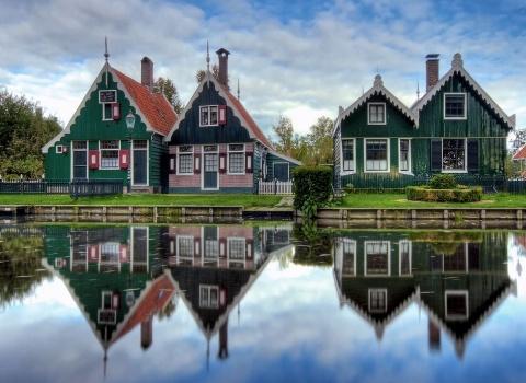 Гитхоорн (Giethoorn) (Нидерланды). Деревня насчитывает около 3000 жителей